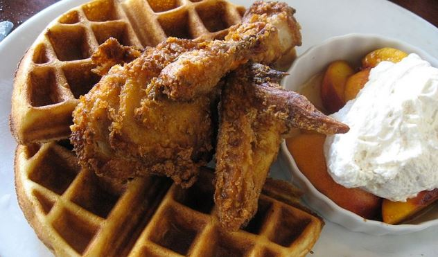 Which New York restaurant is credited with being the first to serve chicken and waffles?