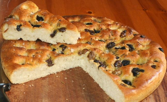 In what decade did the Italian flatbread focaccia make its first appearance in New York?